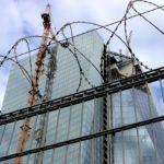 Isoliert unter hinter Stacheldraht: EZB - Gebäude im Bau