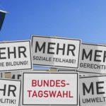 Schilder mit Leitsprchen zur Bundestagswahl