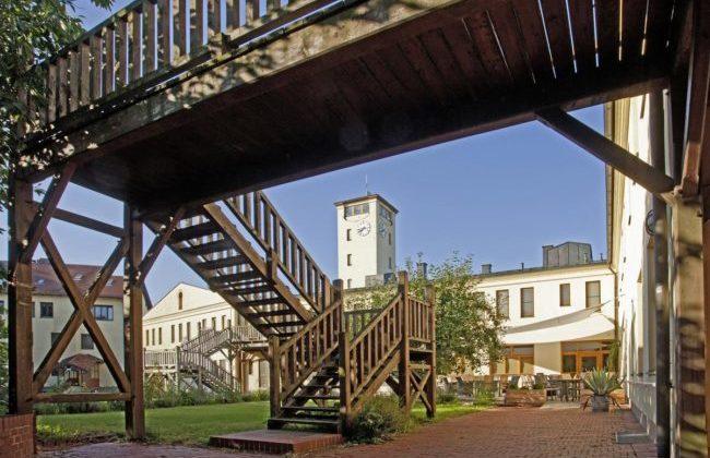 Innenhof und Garten, über Holzstiegen überall  erreichbar