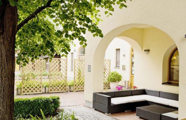 Lauschige Sitzgelegenheit im Garten