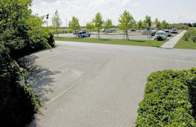 Parkplätze vor dem Friedrichshof